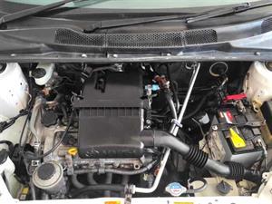 kibris-araba-com-kktc-araba-bayi-oto-galeri-satilik-arac-ilan-İkinci El 2000 Toyota  Vitz  1.0